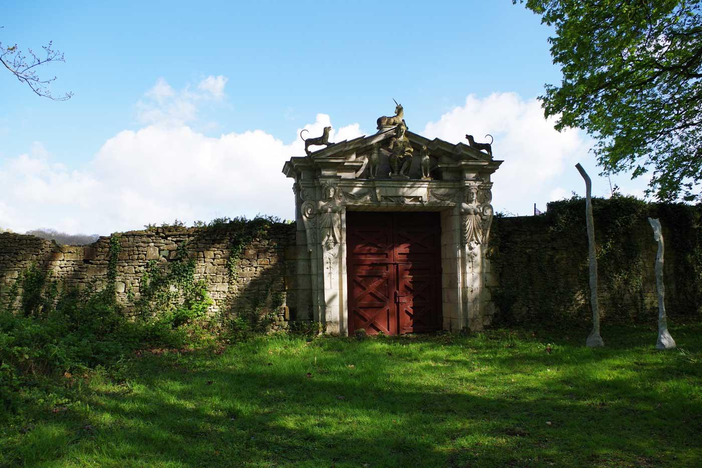 porte-rouge-château-Raray